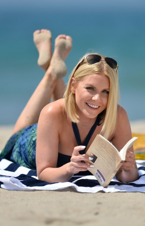 Carrie-Keagan-Feet-15d9eca7a8be76daf1.jpg