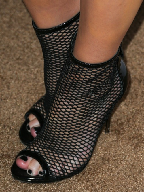 Carrie-Keagan-Feet-2120deeff8993d2655.jpg