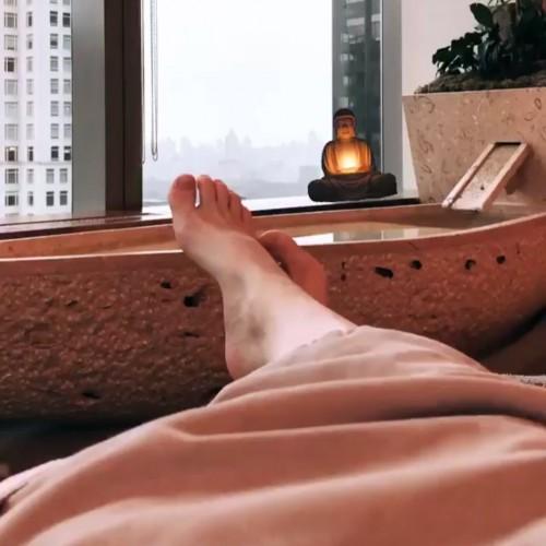 Carrie-Keagan-Feet-2512a67b14812d6fdc.jpg