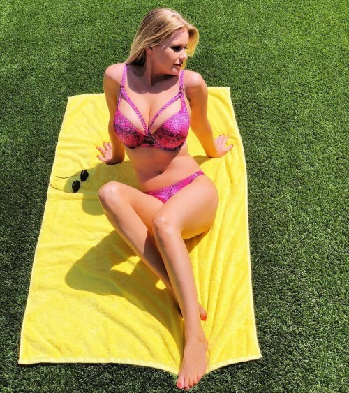 Carrie-Keagan-Feet-28cea9d84ef20c51b6.jpg
