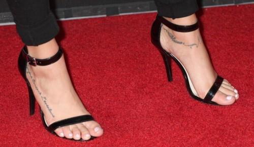 Cassie-Scerbo-Feet-20aa23811e344d0d7a.jpg