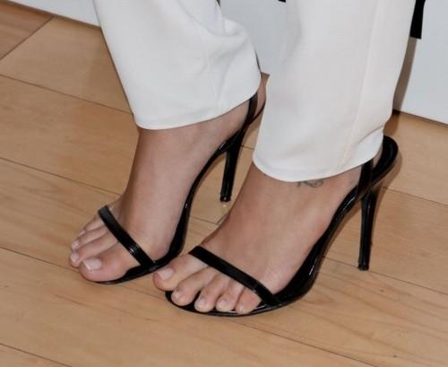 Cassie-Scerbo-Feet-2246e8882628f611a8.jpg