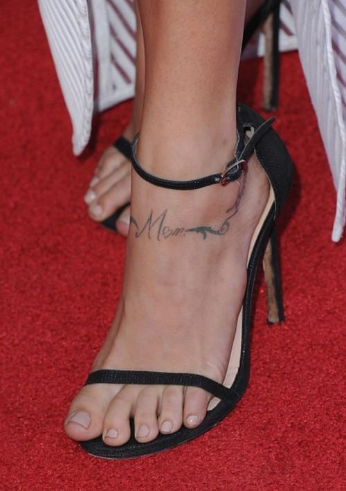 Cassie-Scerbo-Feet-25cbace937e46a0d9.jpg