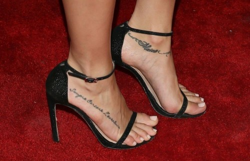 Cassie-Scerbo-Feet-289d69ae4fc7936648.jpg