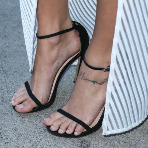 Cassie-Scerbo-Feet-3043a41017b6f4262a.jpg