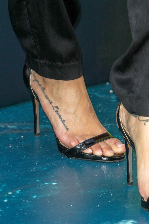 Cassie-Scerbo-Feet-8f0aac3d5fee28e97.jpg