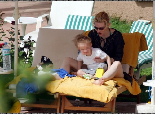 Cate-Blanchetts-Feet-180c41580bf999a8819.jpg