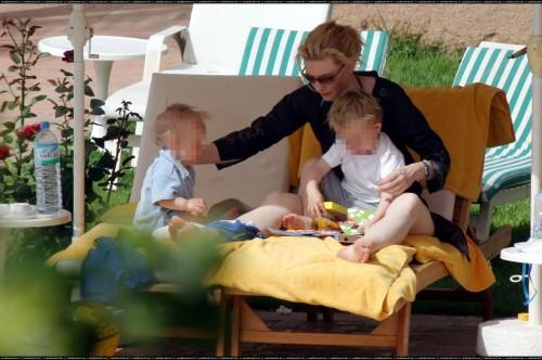 Cate-Blanchetts-Feet-181ce0630680917c582.jpg