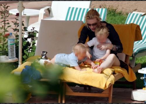 Cate-Blanchetts-Feet-182a7f9ffc1592d7893.jpg