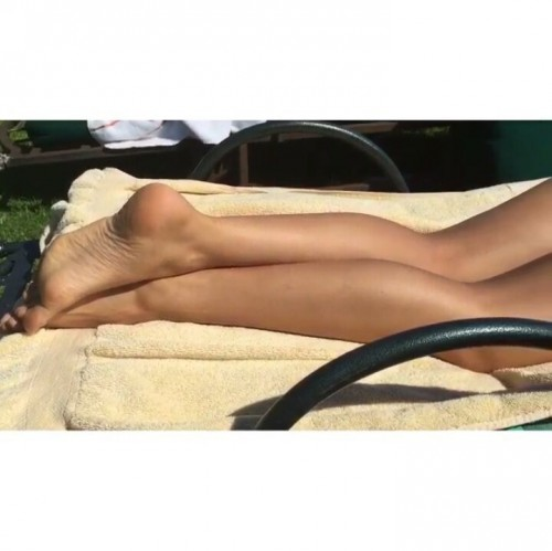 Charlbi-Dean-Krieks-Feet-61524665fa4dc73cf8.jpg