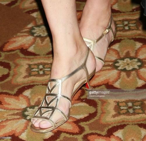Cheryl-Tiegs-Feet-3e92c5e7a10a82122.jpg