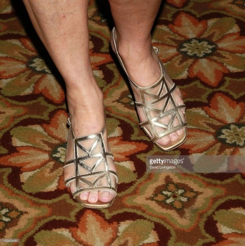 Cheryl-Tiegs-Feet-42a90e036b85f620e.jpg