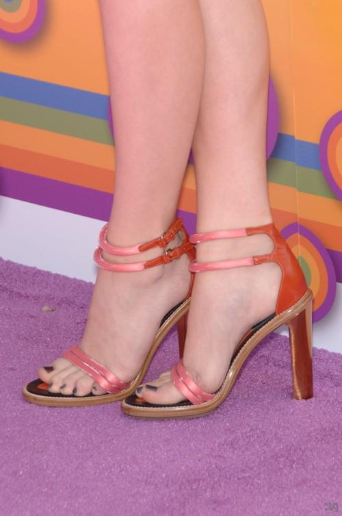 Chloe-Grace-Moretzs-Feet-715ecf652873dafff2.jpg