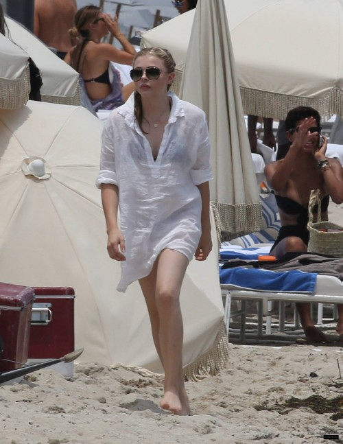 Chloe-Grace-Moretzs-Feet-762c778e54faad9640.jpg