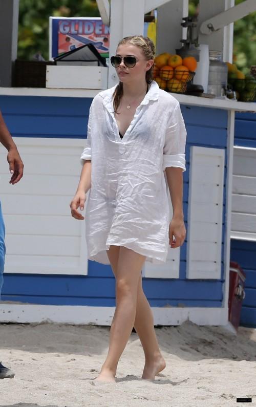 Chloe-Grace-Moretzs-Feet-799aa7c6567b68ca5c.jpg