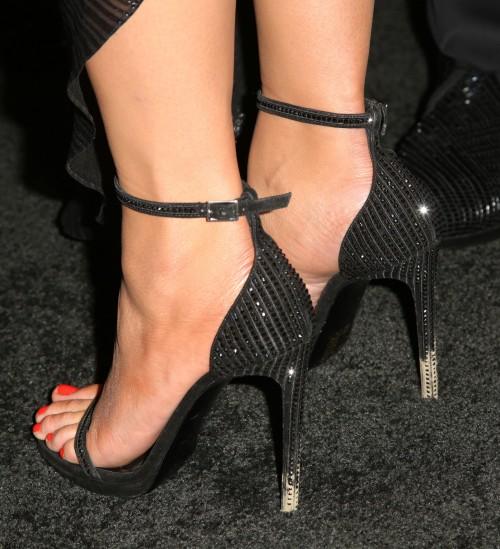 Chrissy-Teigen-Feet-373ca46ac1462ba767.jpg