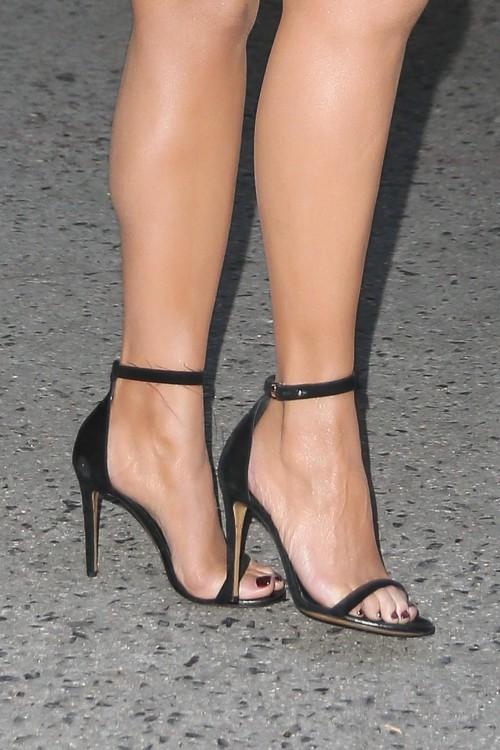 Chrissy-Teigen-Feet-42da307f0a42edbfa0.jpg