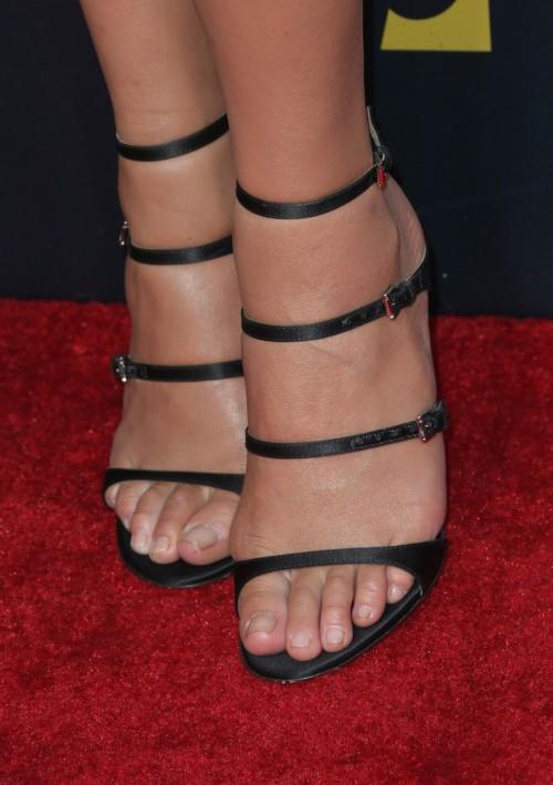 Chrissy-Teigen-Feet-Close-up-15d29f6aff20fa5055.jpg