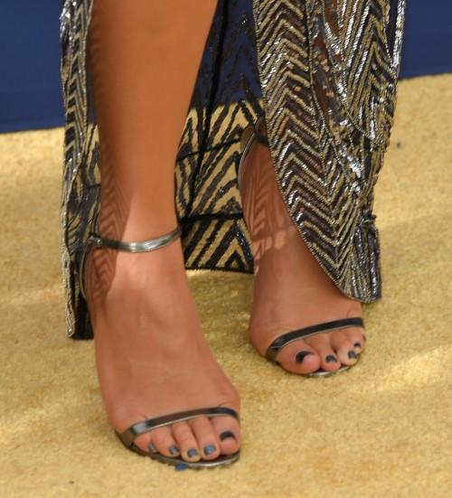 Chrissy-Teigen-Feet-Close-up-215edb6172fbe14ff.jpg