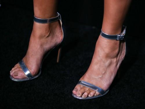 Chrissy-Teigen-Feet-Close-up-23482c03b64c5dfb80.jpg