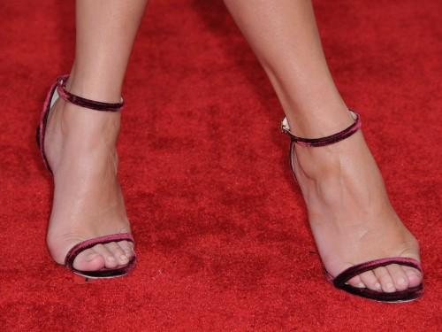 Chrissy-Teigen-Feet-Close-up-26e73c99576d7a50ad.jpg