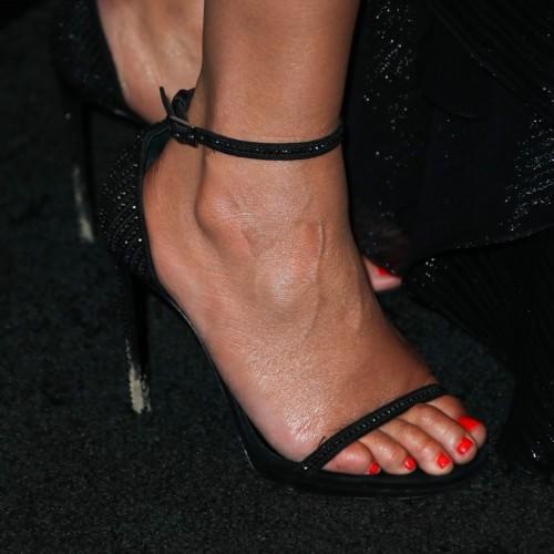 Chrissy-Teigen-Feet-Close-up-28e66f6f8551252ff4.jpg