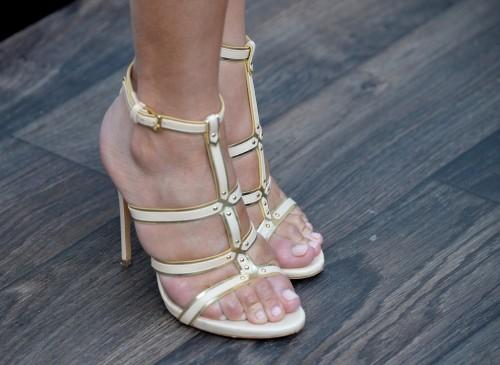 Chrissy-Teigen-Feet-Close-up-4a43d83fcbb40043a.jpg