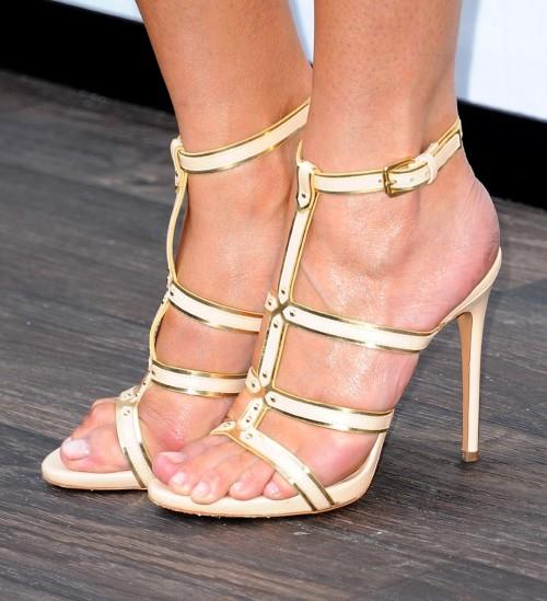 Chrissy-Teigen-Feet-Close-up-58c2ff818fd44d00f.jpg