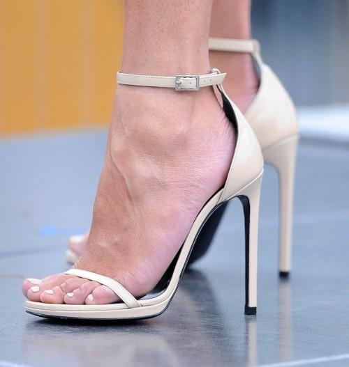 Chrissy-Teigen-Feet-Close-up-942f5c408f343c63d.jpg