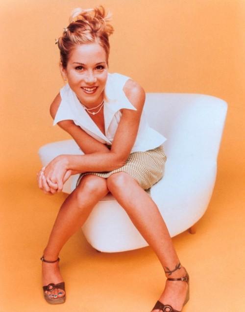 Christina-Applegate-Feet-202910fee74916dd4783f.jpg