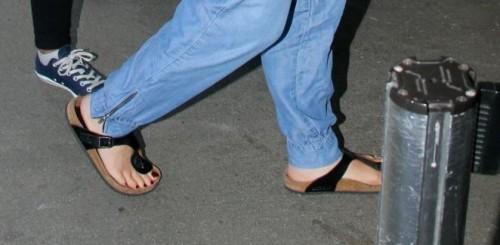 Christina-Applegate-Feet-243c225abf1ba3b747.jpg