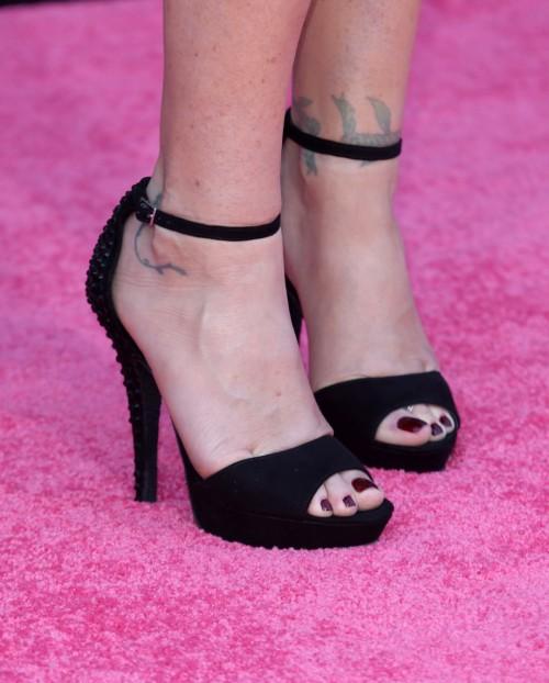 Christina-Applegate-Feet-33189d3ce94a01da0f.jpg