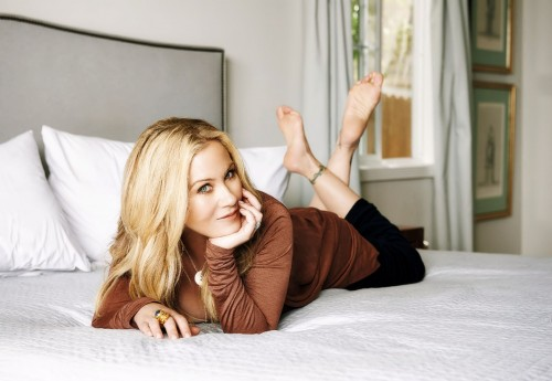 Christina-Applegate-Feet-35ea56592d44c0253c.jpg