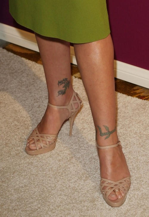 Christina-Applegate-Feet-3903edb557ab4ac7e3.jpg