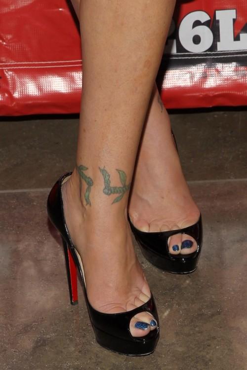 Christina-Applegate-Feet-40f57965dae797da58.jpg