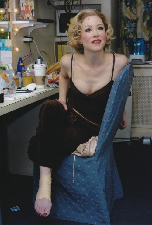 Christina-Applegate-Feet-4328985db0e2722582.jpg