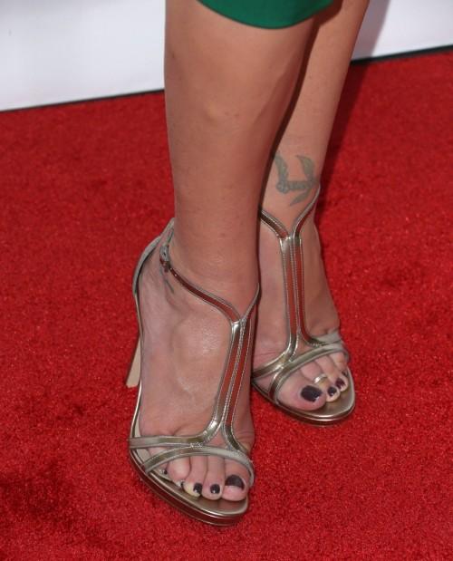 Christina-Applegate-Feet-4507841116d4b71e73.jpg
