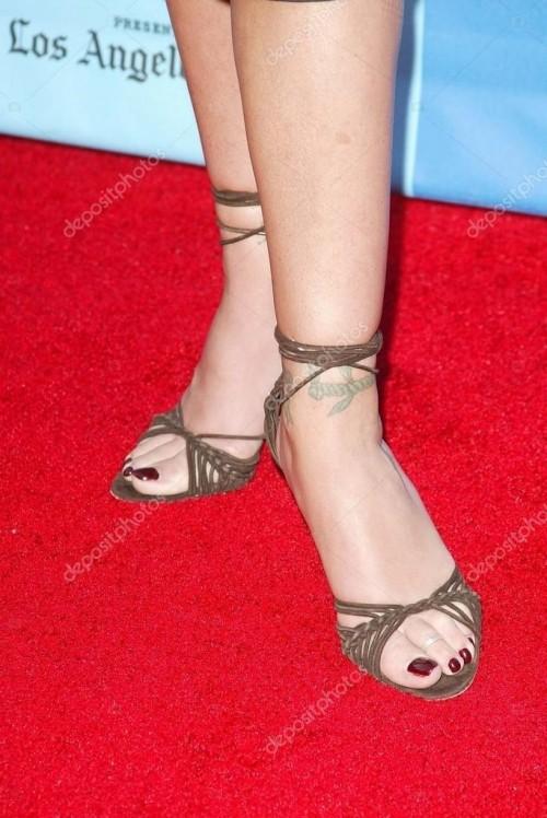 Christina-Applegate-Feet-466170e5da1b6e9df4.jpg