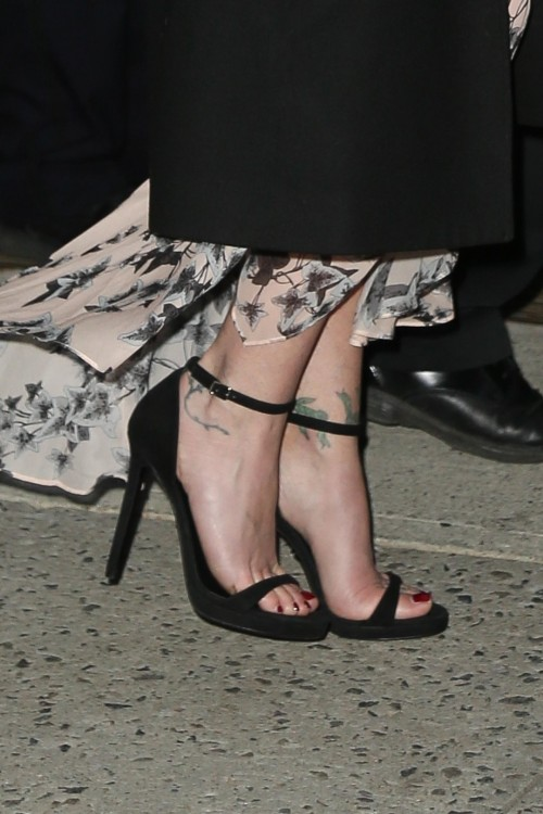 Christina-Applegate-Feet-47ed0c78b9ec620f7a.jpg