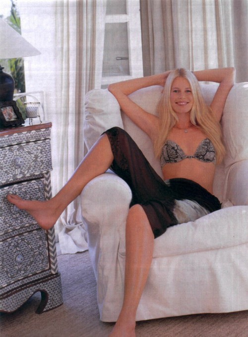 Claudia-Schiffer-Feet-29b2fff28c37f5f4e.jpg