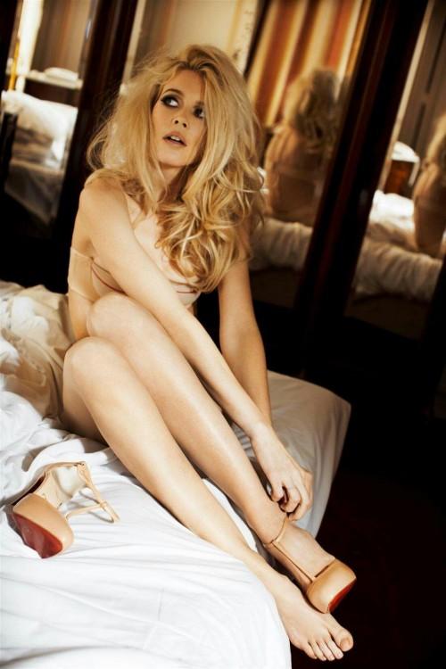 Claudia-Schiffer-Feet-68c5a1f9484313f99.jpg