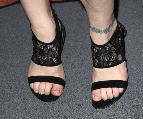 Courtney-Love-Feet-3ebeff3a41f4e2cad.jpg