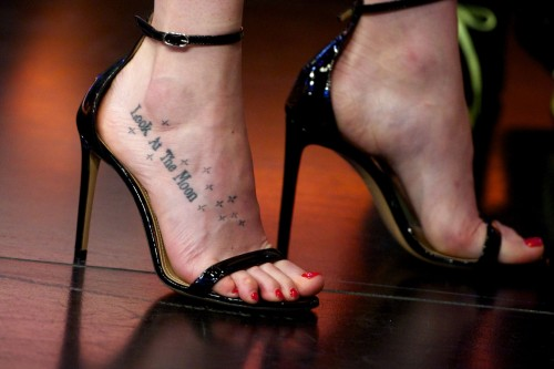 Dakota-Johnson-Feet-143f01ee3f0aec948b.jpg