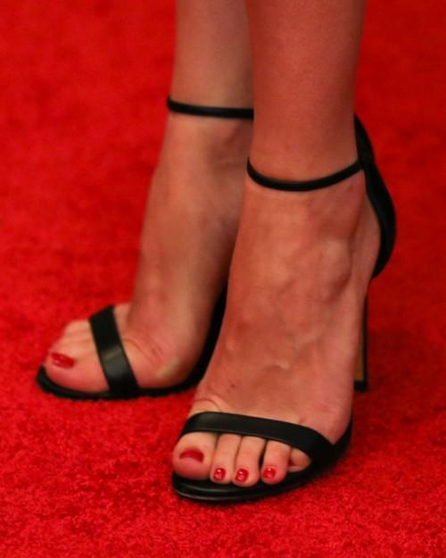 Dakota-Johnson-Feet-1685e3d551b585c4ea.jpg