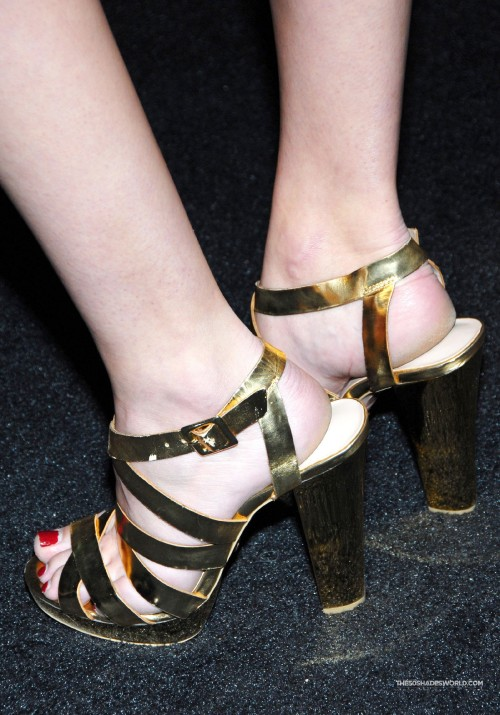 Dakota-Johnson-Feet-173b78b831bdc162db.jpg