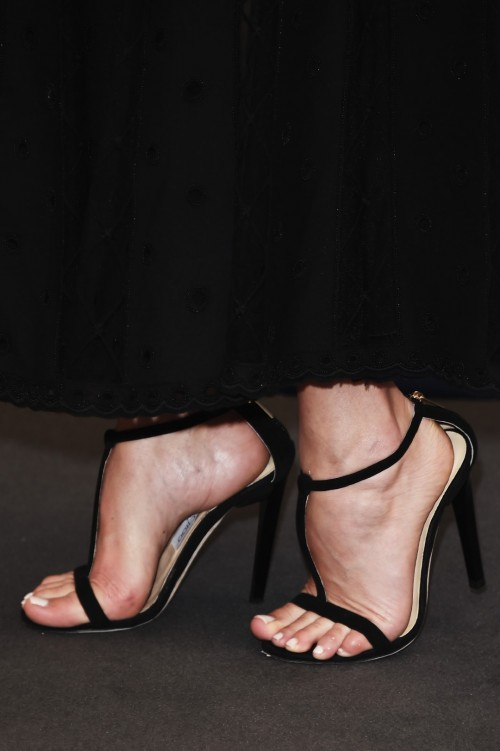 Dakota-Johnson-Feet-184ac140dccd8c88e0.jpg