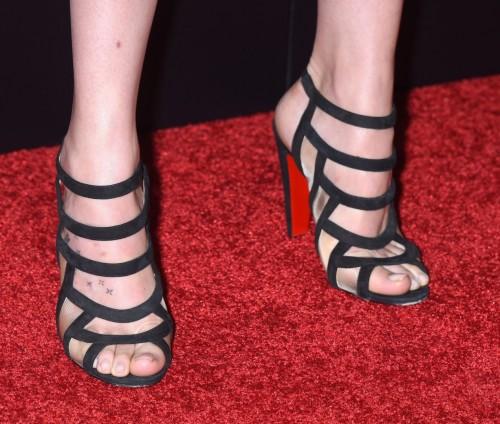 Dakota-Johnson-Feet-201dcff24e17b0f2cb.jpg