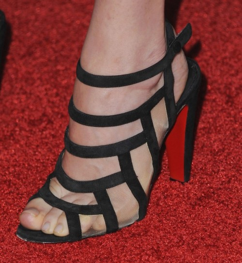Dakota-Johnson-Feet-21fc4a7ea5bd6b22b7.jpg
