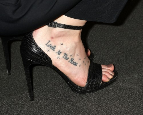 Dakota-Johnson-Feet-2305558c8be6d4220d.jpg