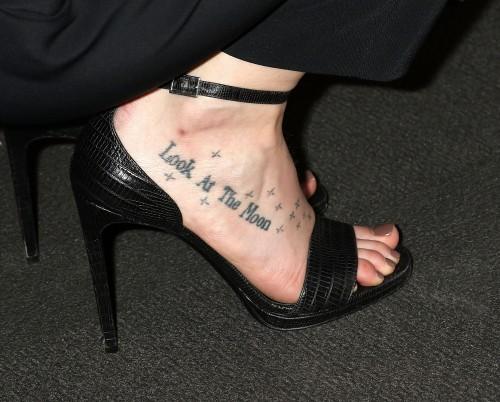 Dakota-Johnson-Feet-2305558c8be6d4220d.jpg